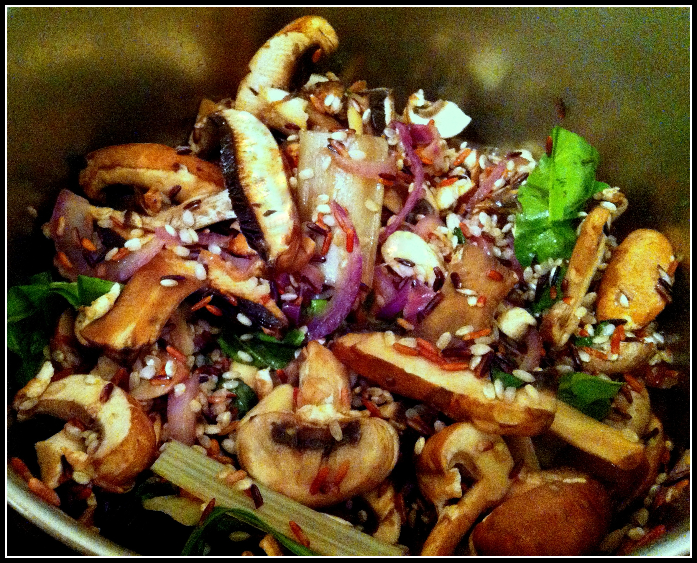 Wild rice, Mushrooms and Chard Vegan hot bowl