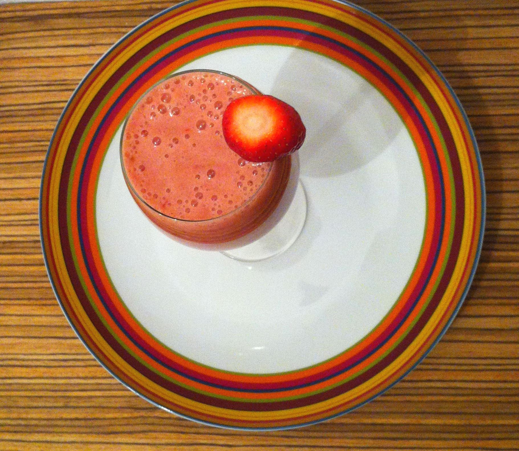 Fantasy smoothie with Strawberry banana & dates vegan recipes by Vegan Slaughterer Yaeli Shochat